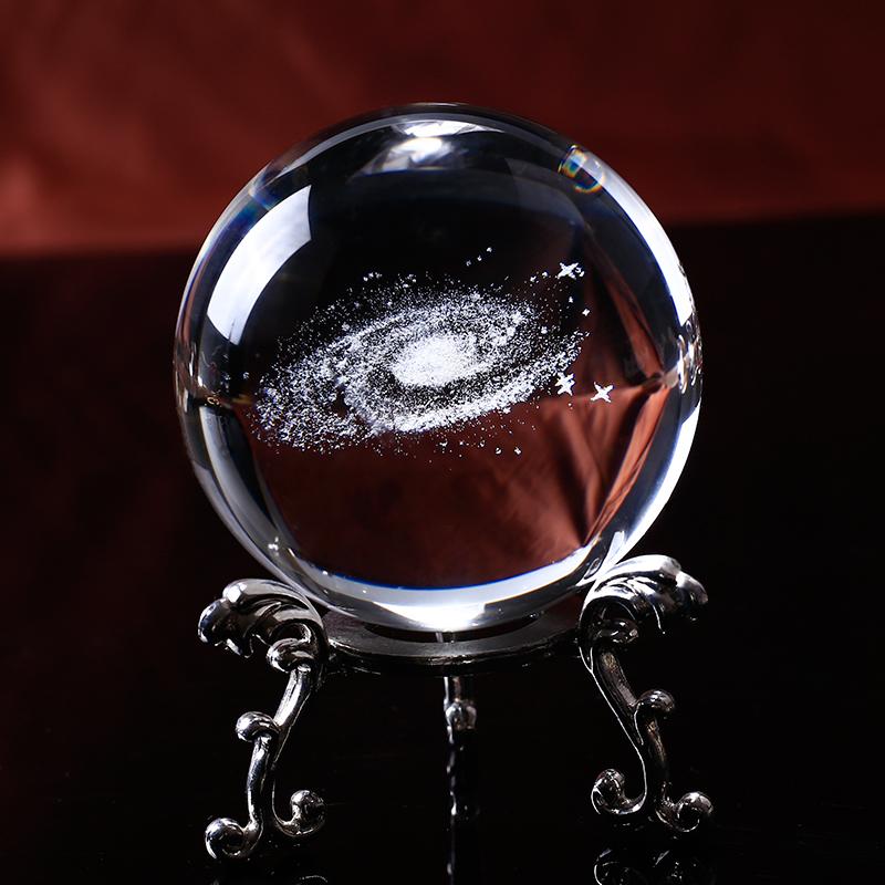 Galaxiie 3D dans une boule de cristal